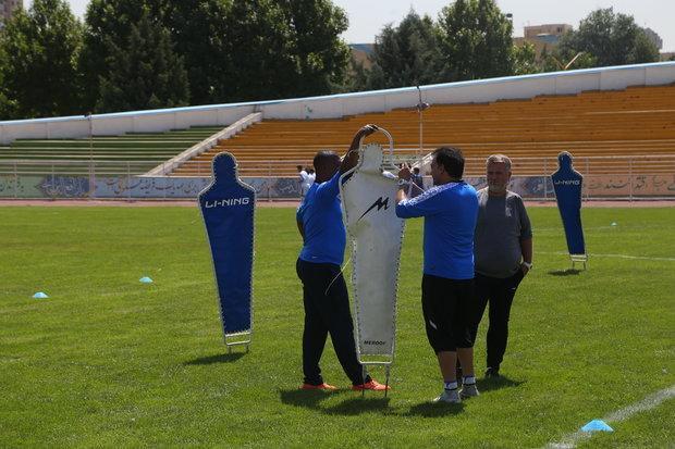 از تشویق بازیکن جدید توسط شفر تا حرکات موزون مربی استقلال!