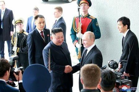رهبر کره شمالی: صلح در شبه جزیره کره به رفتار آمریکا بستگی دارد، دعوت اون از پوتین