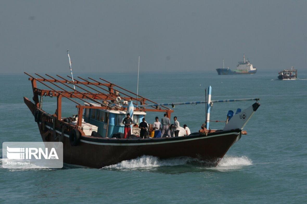 خبرنگاران توقیف شناور حامل 25 میلیارد کالای قاچاق در ساحل ماهشهر