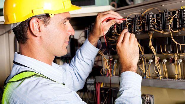 چگونه مدرک فنی حرفه ای برق ساختمان بگیریم؟