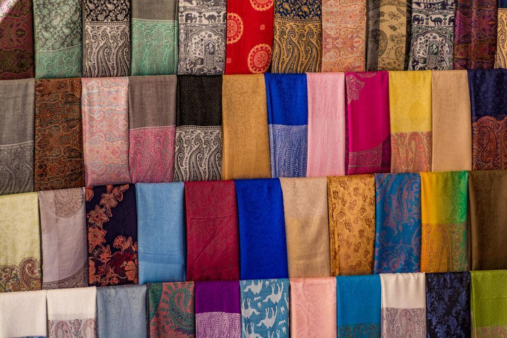 5 نکته طلایی برای خرید شال و روسری عید