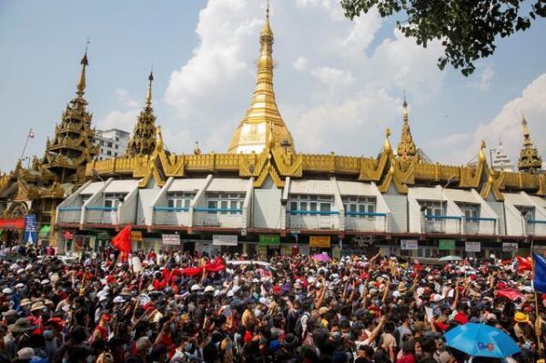 سومین روز اعتراضات خیابانی علیه کودتا در میانمار