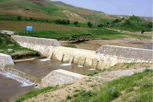 خبرنگاران 40 میلیون متر مکعب سیلاب در سازه های آبخیز داری ذخیره می گردد