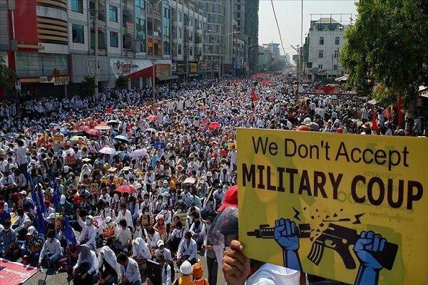 نیروهای امنیتی میانمار با معترضان درگیر شدند