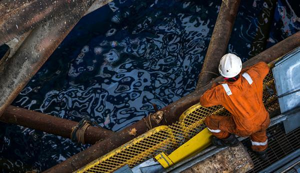مهاجرت متخصصان نفت به عراق، اعتراض کارکنان پیمانی نفت به تبعیض درآمدی